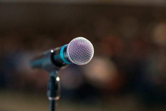 Paura di parlare in pubblico? 7 trucchi per sconfiggerla