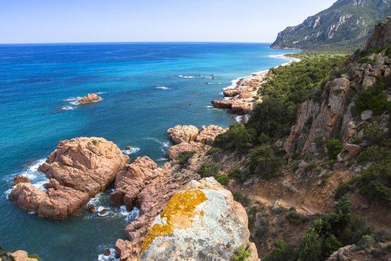 Vacanze in Sardegna low cost risparmiare sul traghetto e su tutto il resto